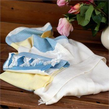 Mavi Sarı Peştemal bornoz -  ürünleri ile fark yaratabilirsiniz.  İçerik: %30 Bamboo %70 Pamuk Renk: Krem-Mavi-Sarı Çizgili Paket İçeriği: 1 adet  Özellik: Kapüşonlu peştemal Bornoz