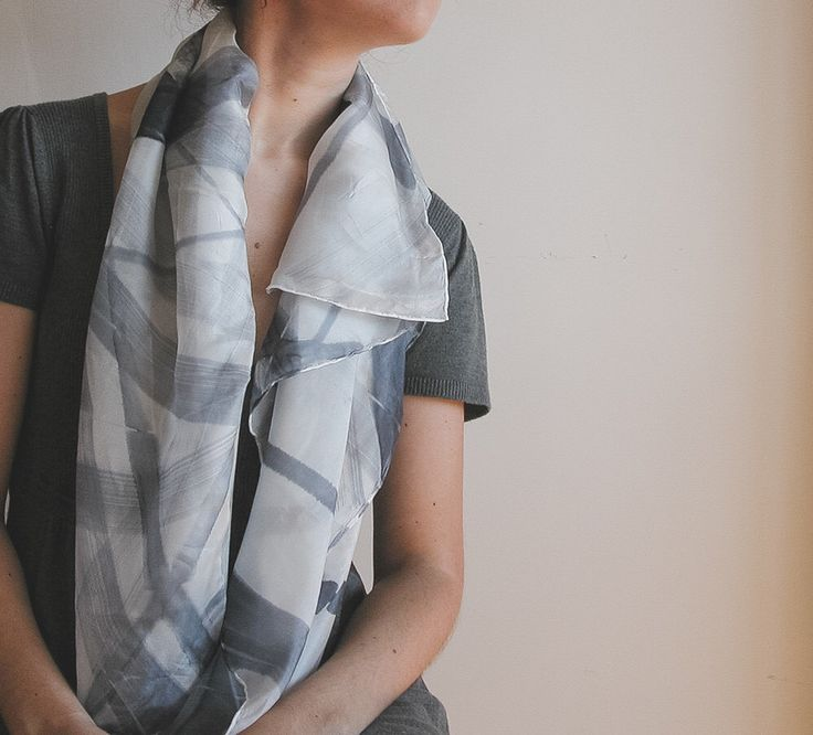 Foulard seta dipinto a mano - stola di seta - Nero e bianco pennellate sciarpa di lusso 100% seta di AliceElettrica su Etsy https://www.etsy.com/it/listing/275270214/foulard-seta-dipinto-a-mano-stola-di