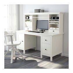 IKEA - HEMNES, Schreibtisch mit Aufsatz, weiß gebeizt, , Massivholz ist ein strapazierfähiges Naturmaterial.Die Schubladen lassen sich nach Bedarf links oder rechts montieren.Kann frei im Raum stehen, da es auch auf der Rückseite behandelt ist.Auf A4-Format und amerikanische Formate anpassbarer Mappenrahmen in der unteren Schublade.Die Böden können schräg eingelegt werden; praktisch für übersichtliches Ordnen von Papieren und Dokumenten.Das kleine Fach in der obersten Schublade ist praktisch…