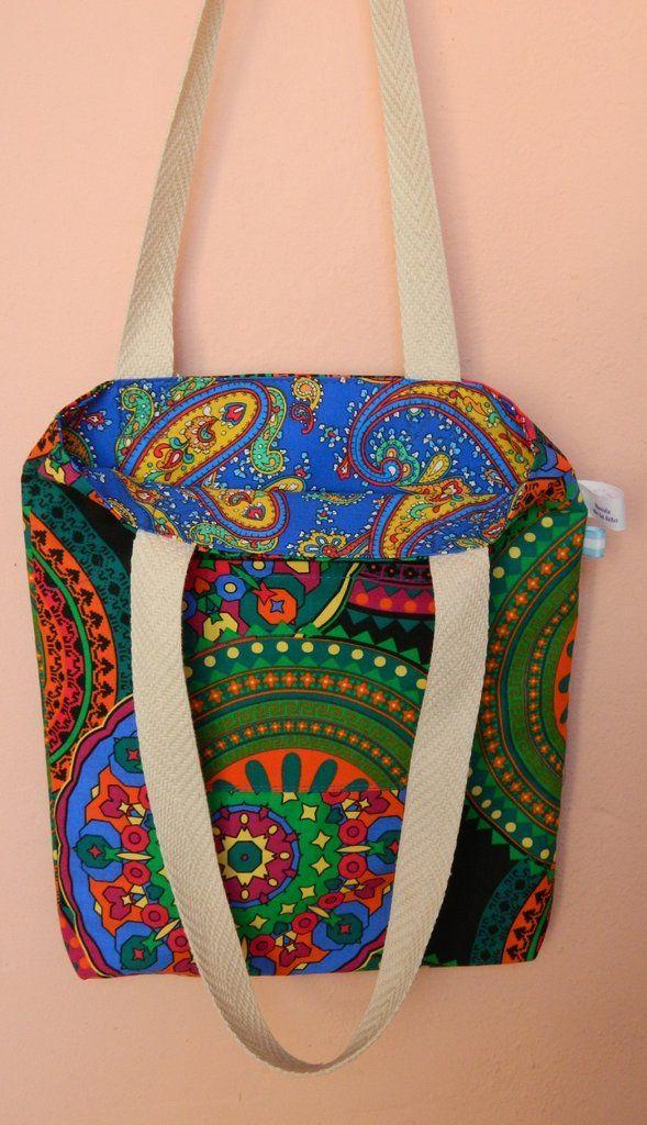 ¡Mirá nuestro producto! Si te gusta podés ayudarnos pinéandolo en alguno de tus tableros :) Bolsa Reversible . 30x35x3 cm.