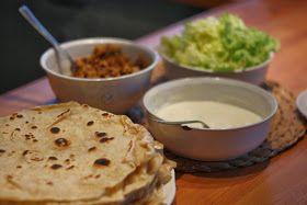 Ráda se s vámi podělím o naší stálici, které nikdo neodolá.....   .....domácí tortilly .....   ♥     Těsto na placky :   na cca 12 kus...