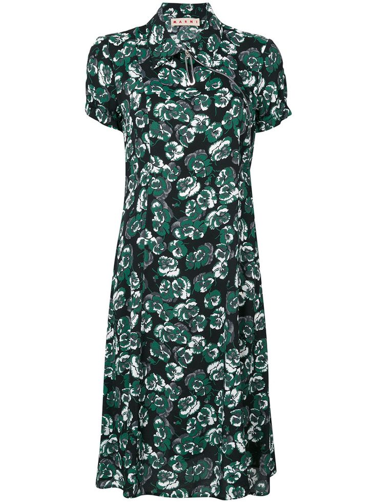 ¡Consigue este tipo de vestido informal de MARNI ahora! Haz clic para ver los detalles. Envíos gratis a toda España. Marni - Poetry Print Tea Dress - Women - Viscose - 44: Italian label Marni have made their mark on the Italian design scene with their modernist twists on classic cuts. This floral printed dress is characterised by its incredibly contemporary Kelly green colourway, its short sleeve silhouette topped by a classic collar with an off-centre zip, recalling the oriental…