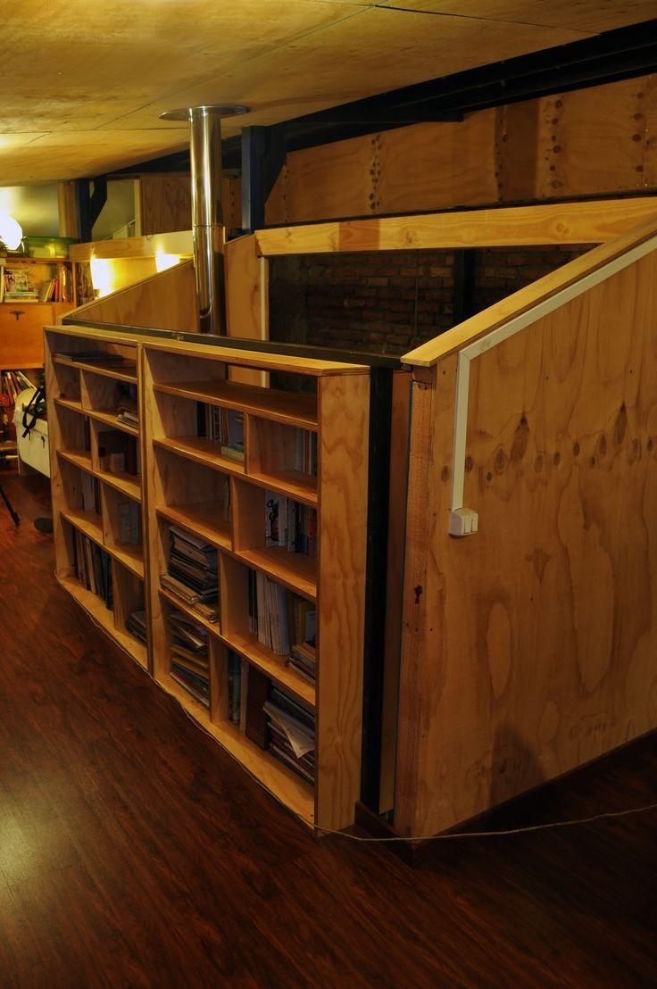 Libreros empotrados, mobiliario a pedido, construido con terciado multiuso vitrificado.
