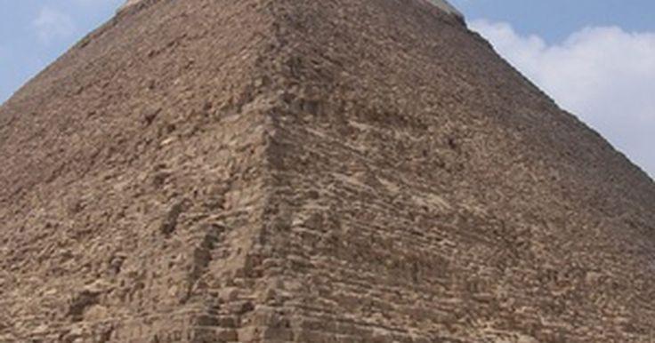 Como fazer uma pirâmide de papel com abas. Se estiver ensinando aos alunos sobre geometria ou história egípcia antiga, eles podem se beneficiar da criação de uma pirâmide com uma folha de papel. Para fazer uma pirâmide 3D de papel, é importante cortar o papel dentro de um molde específico com abas, que podem ser dobradas e coladas umas nas outras. Assim que terminar, os alunos poderão ...