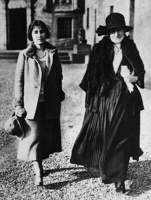 Lady Elizabeth Bowes-Lyon (later Queen Elizabeth the Queen Mother) with her mother Cecilia Bowes-Lyon, Countess of Strathmore and Kinghorne