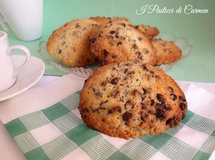 Biscotti giganti con gocce di cioccolato