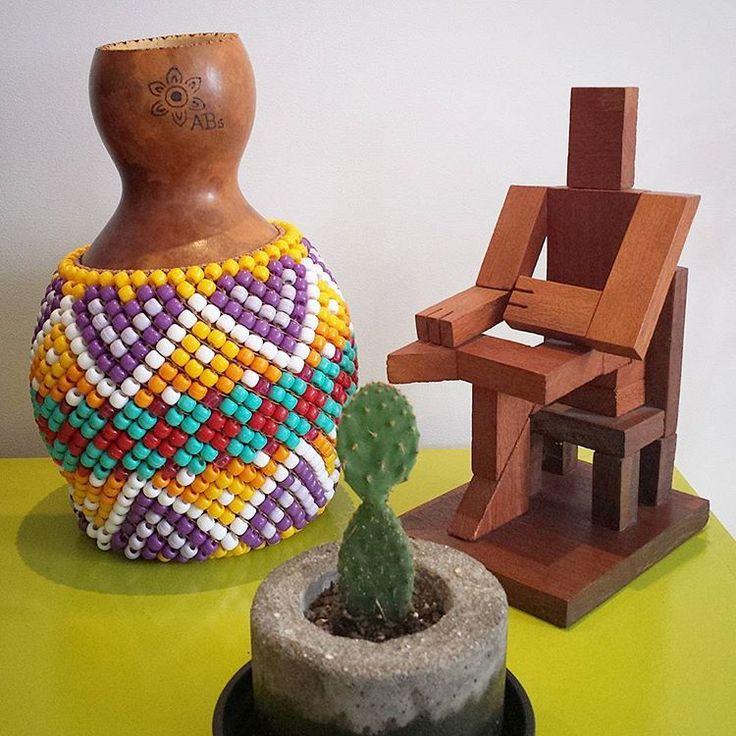 """⏩""""Mandala""""⏪ Mais uma encomenda prontinha e o bonequinho só de boas apreciando. 😍  Gostou? Fale conosco!  #agbê #xequerê #percussão #musica #abê #absbyfrieda #gourd #gourds #cabaça #shekere #carnaval #blocoderua #abe #bloco #blocodecarnaval #oficinadepercussao #interiordesign #xequere #sekere #multibloco #mulheresrodadas #orquestravoadora #vemcaminhaflor #fanfarra #riocarnaval #carnaval2017 #amigosdaonça #terreiradacearense #boitolo #picoftheday"""