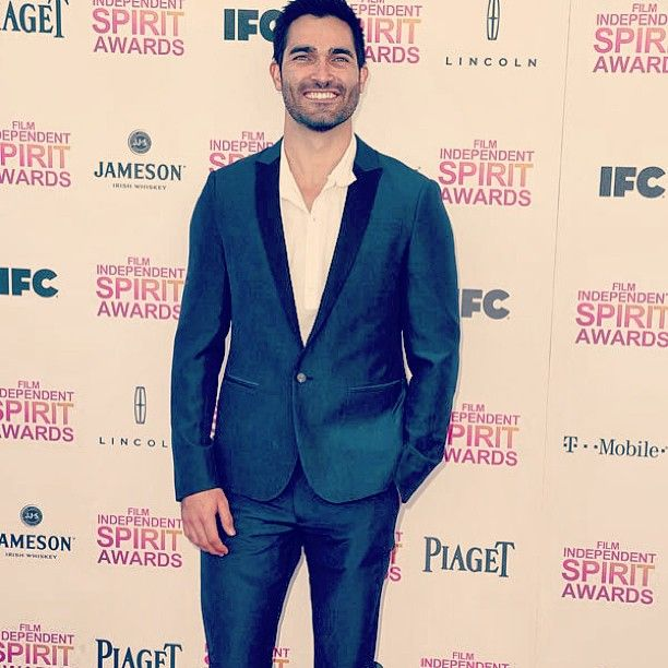 """TWEET of Tyler Hoechlin = """"Thanks to @AllSaints for helping me look I fit in at the Independent Spirit Awards yesterday.. Had a great time and congrats to all the winners and nominees! So much respect for all of them.""""    Photo by @tylerl_hoechlin"""