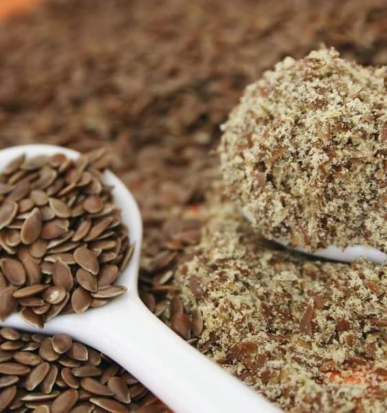 Come pulire il colon e bruciare i grassi con farina di semi di lino e kefir