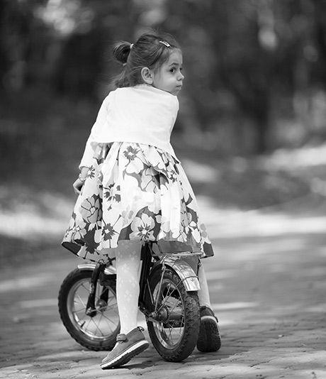Deres datter på 4 år er panisk angst for at cykle, og reagerer med skrig og skrål, når cyklen bevæger sig. Hvor meget skal man presse på ? Det har psykolog  Charlotte Clemmensen naturligvis en mening om ...