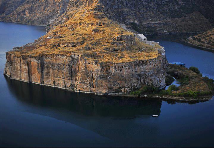 Rumkale Halfeti Şanlıurfa.   Rum Castle (Turkey). #Benanlamamabi #YalnızDeğilsinTakipleşiyoruz