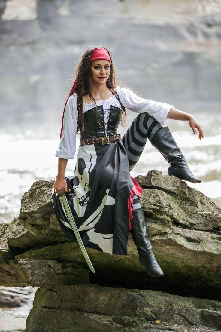 fun halloween costume idea sail the seven seas with our realistic womenu0027s pirate costume