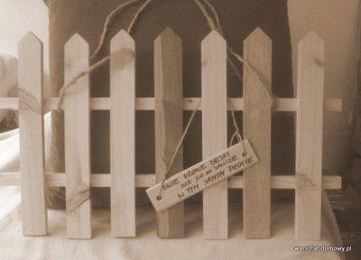 Płotek z kolorowego drewna na prezent ślubny/ Wooden fence as a wedding gift