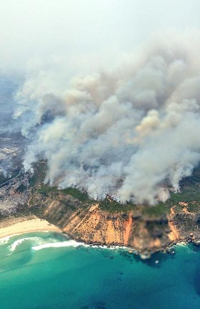 A massive fire threatens the tiny South West town of Windy Harbour -- 4 February 2015.