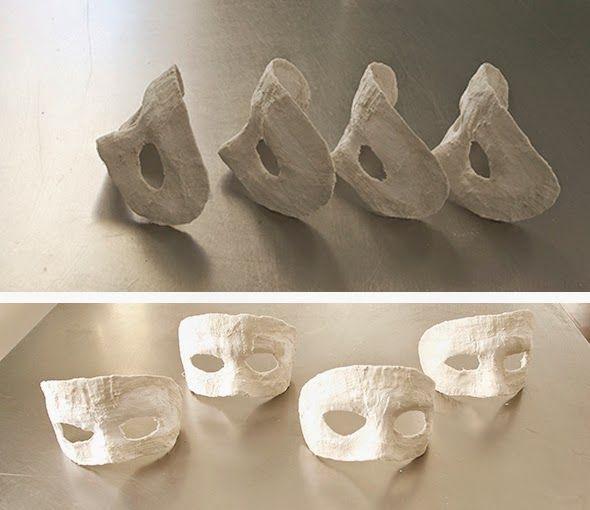 El hada de papel: Masks made of plaster.