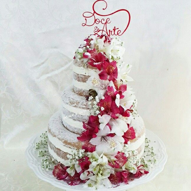 Naked Cake decorado com flores naturais