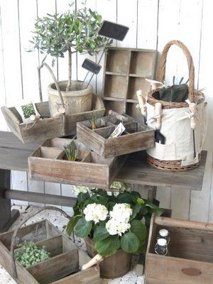.Primitive Outdoor Decorating