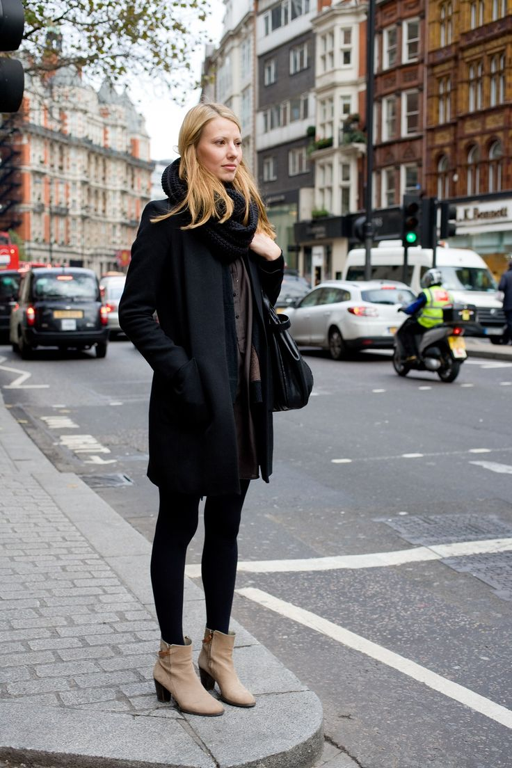 Neutral booties & black // street style