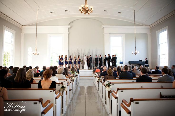 Island photographer Kelley DeBettencourt captures Sean and Erin's Old Whaling Church wedding
