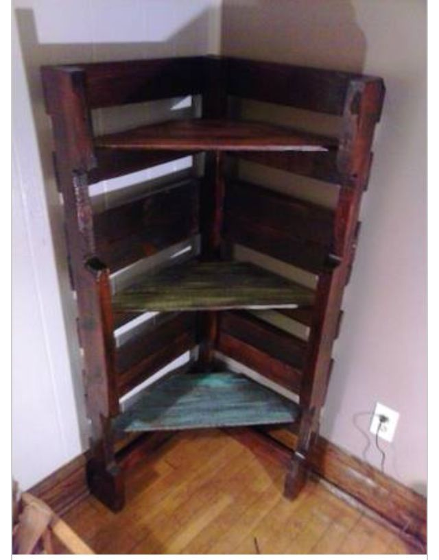 Corner pallet bookshelf...I'm making one of these for each of the kids right now! :)