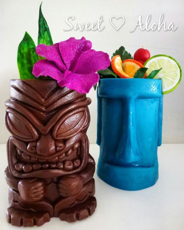 My cake contribution to the 'sweet summer collab' #cheeky #tiki cake #Hawaiian themed #cocktail