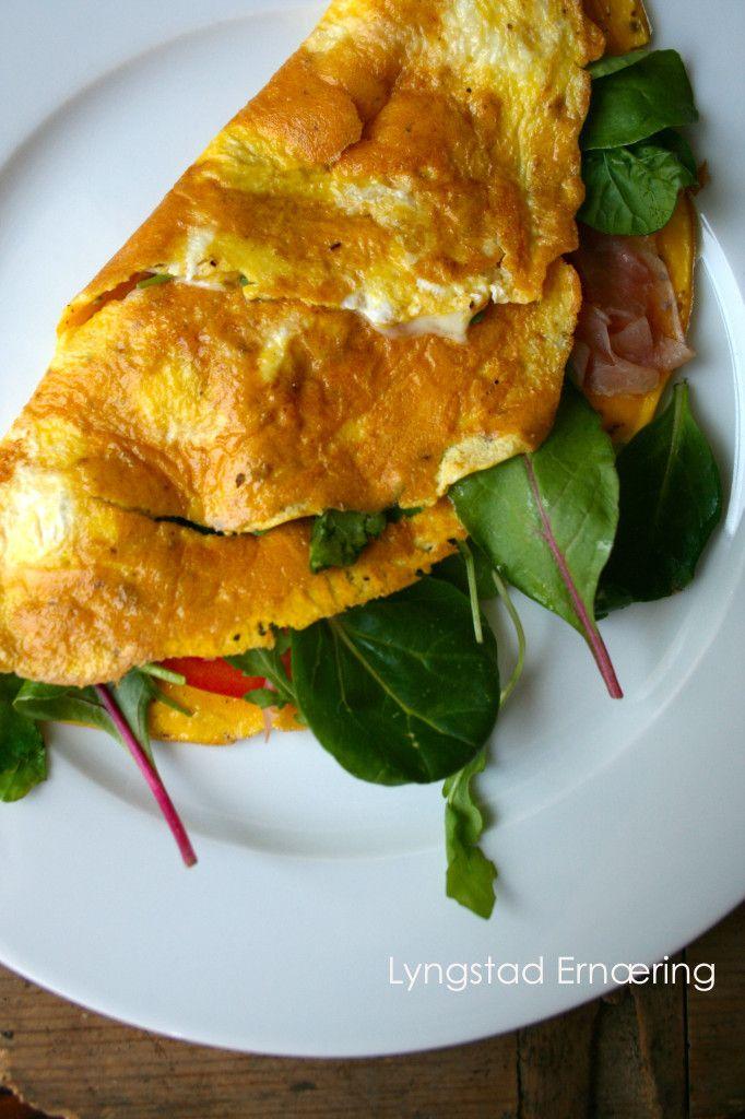 rask-middag-omelett-med-tomater-og-spekeskinke