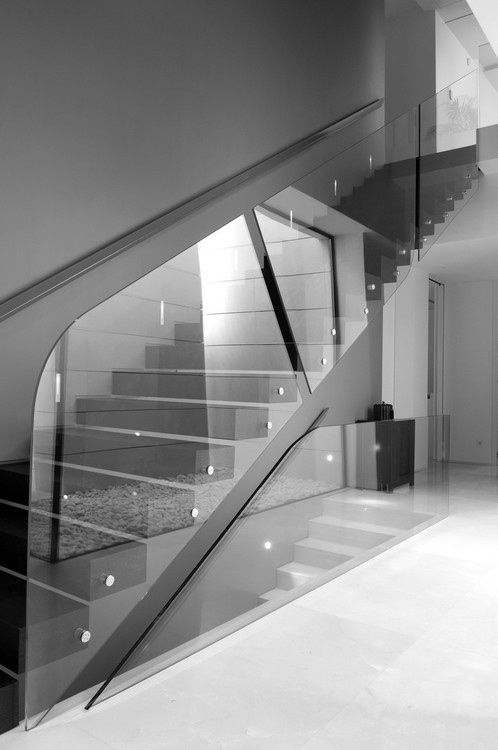 Minimalist Home. I like the glass, open feeling ls