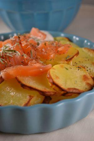 Pommes de terre au four, saumon, crème, estragon