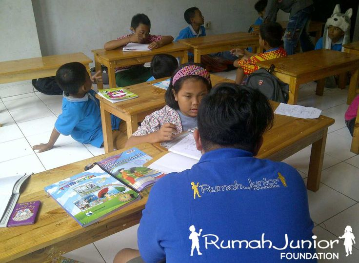 Rumah Junior Selasa,16 Feb 16 adalah kelas perdana matematika di thn ini Mentor pengajar matematika Bryan Ratulangi