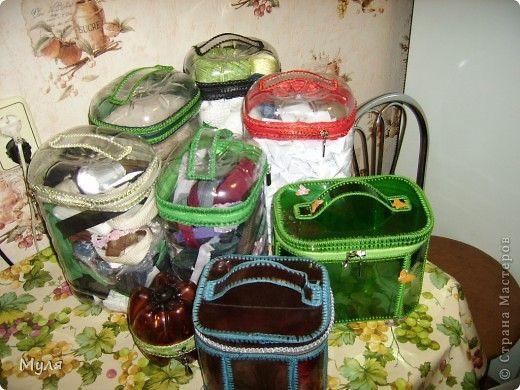 valijitas plásticas (portacosméticos) con bidones y botellas pet, también puede servir para juguetes