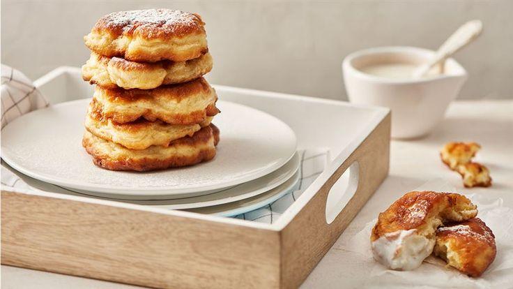 Szukasz pomysłu na pyszne śniadanie, słodki deser a może na obiad? Wypróbuj racuchy z bananami według przepisu Pawła Małeckiego!