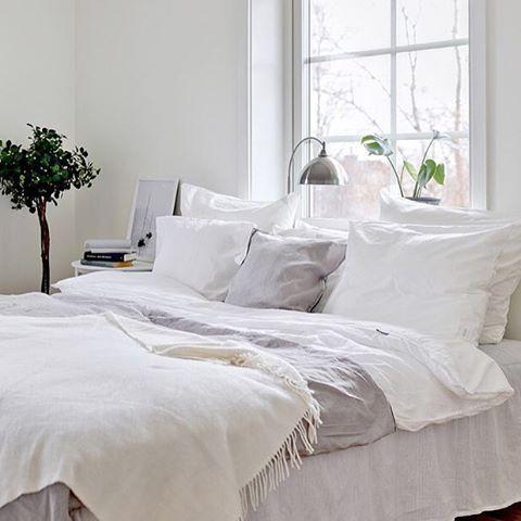 Last weeks styling for @bjurfors_uppsala photo @gustavaldin #sovrum #linen #linne #bedding #coloredhome #cozy #bedtime #interior #interiors #decorate #decor #deco #inredning #inredningsdesign #interiordesign #inspo #inspiration #fouremptywalls #inred #inreda #interiorinspo #interiorstyle #interiorstyling