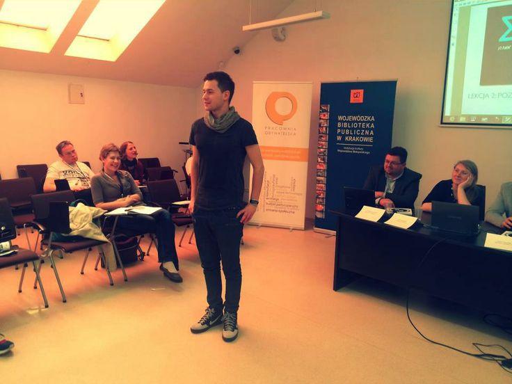 """Bartek z zaprzyjaźnionej Socjomanii podczas warsztatów """"Facebookowy tutorial NGOsowy"""". Konferencja Nowe technologie dla organizacji obywatelskich """"#ngo"""" #SocjomaniaOnTour #ngo #Facebook"""