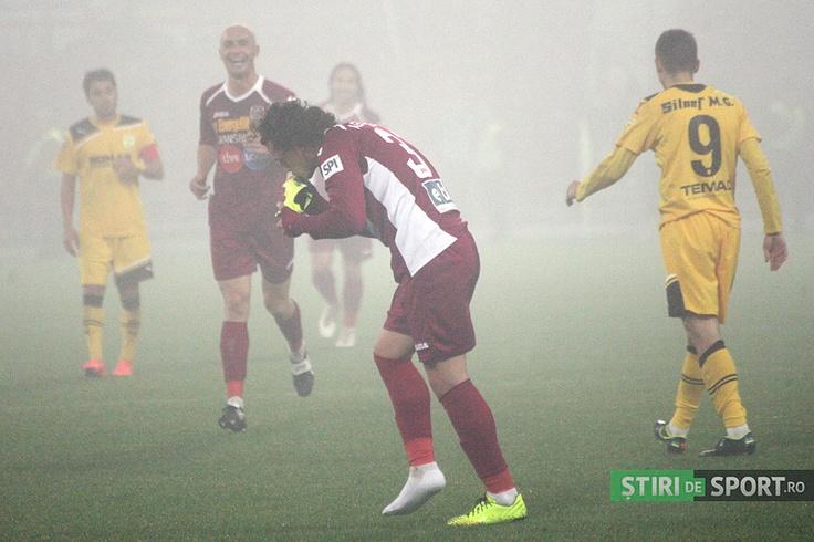 Aguirregaray pupă gheata norocoasă, imediat după un Golazzo într-un meci din liga I.