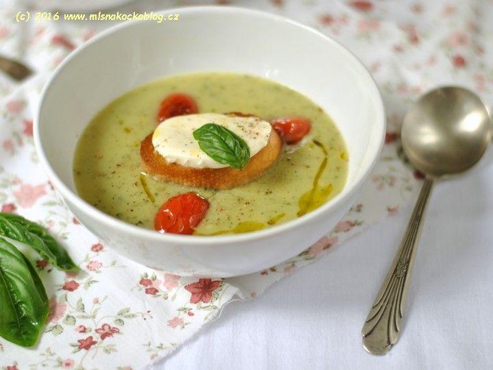 Cuketová polévka s bazalkou a pečenými rajčaty   Blog Mlsné Kočky