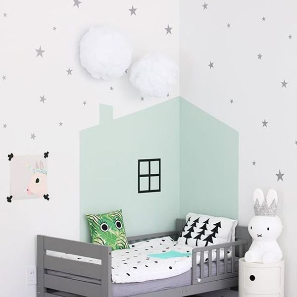 Y antes de irnos a la cama, una pequeña dosis de inspiración para los papás más creativos.... ¡IDEAS PARA PINTAR EL CUARTO INFANTIL! :)   http://www.decopeques.com/ideas-pintar-cuarto-infantil/