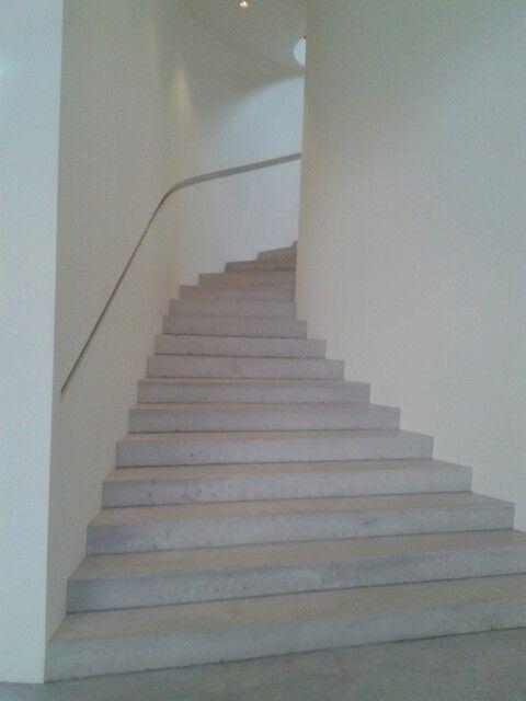 Escalera de hormig n con pasamanos empotrado escaleras - Escalera prefabricada de hormigon ...