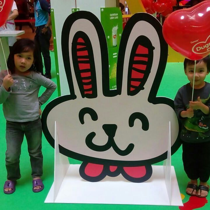 My kids had so much fun enjoying the activities and personalized their new backpack at Dugro roadshow today.  Dumex Dugro invite all mommy and daddy to bring their kids to the roadshow that happening today (4th March 2017) and tomorrow at the LG Concourse One Utama. Personalized your own backpack with purchase of 6 packs 900gm Dumex Dugro milk in any variants.  This personalized backpack will be a great gift to your kids and it will be 'So Much More' than any other backpack! While stocks…