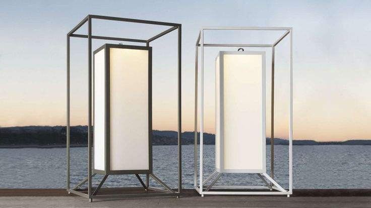 A lantern for outdoors with a double frame in powder coated aluminium that is available in two colours: white and stone grey. This LED lantern has an IP65 protection factor and is finished with a matt tempered glass.