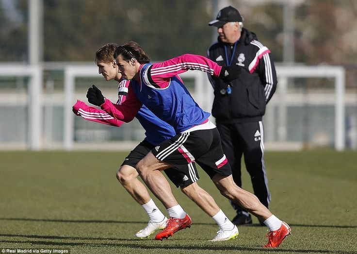 Martin Odegaard and Gareth Bale set off during a sprint exercise at Real Madrid training on Thursday. #halamadrid
