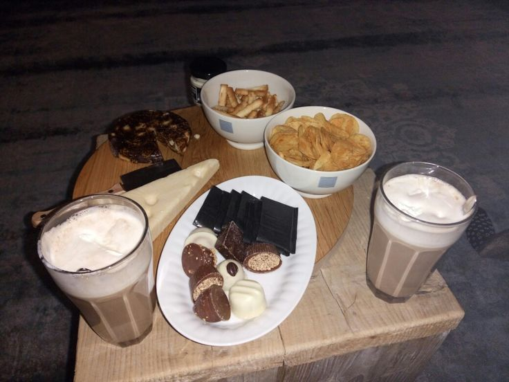 80ml baileys 100 ml koffie  100 ml chocomelk  Slagroom topping