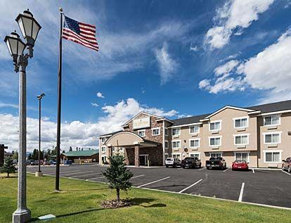 Yellowstone Park Hotel   West Yellowstone Lodging   Visit Yellowstone Park... middle hotel