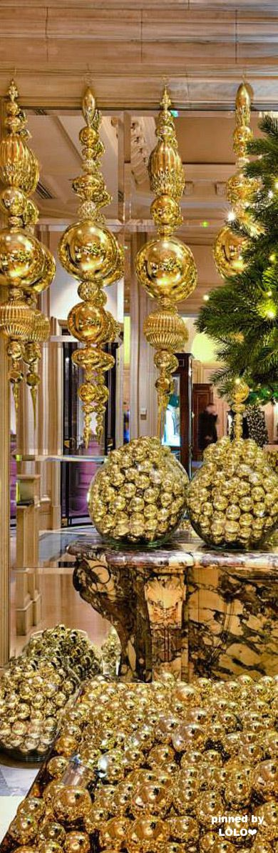 Four Season George V Lobby Christmas Decor...Paris | LOLO❤︎