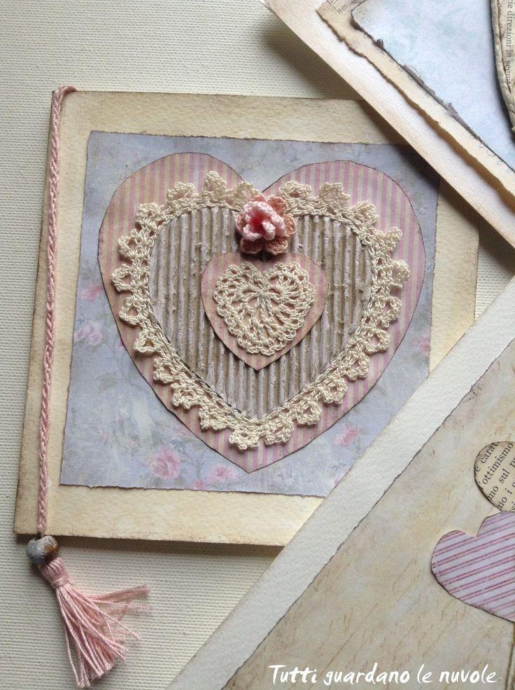 Tre biglietti per S. Valentino in stile scrap-vintage realizzati con carta,spago e decorazioni a crochet