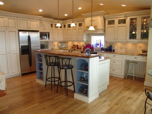 I like the island - higher on one side for a barAlcove Shelves, Traditional Kitchens, Breakfast Bar, Kitchens Ideas, Kitchens Islands, Country Kitchens, Kitchens Bar, White Cabinets, White Kitchens