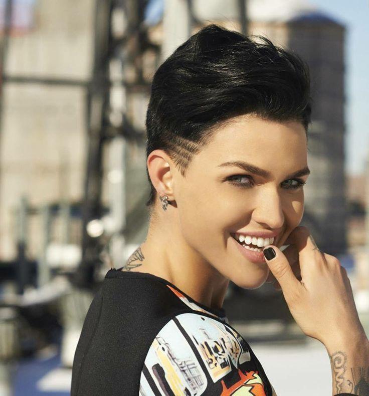 Women Crush Rose Frisur Styling Kurzes Haar Schone Menschen