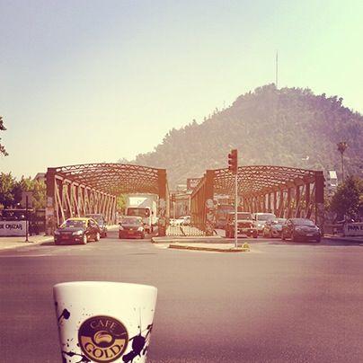 Paseando a media mañana por el Puente Purísima, con un Orígenes Grano Molido en la mano!