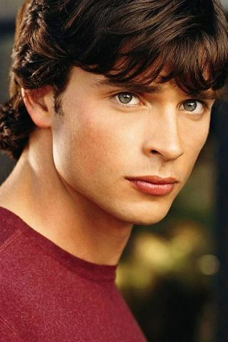 Tom Welling is the most beautiful man alive next to Jensen Ackles.I love watching smallville.Please check out my website thanks. www.photopix.co.nz