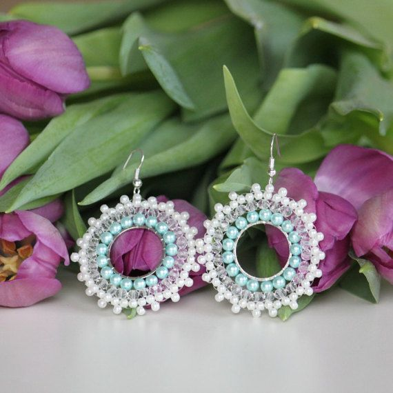 Snowflake beaded earring for the winter. by DeaJewelryStore