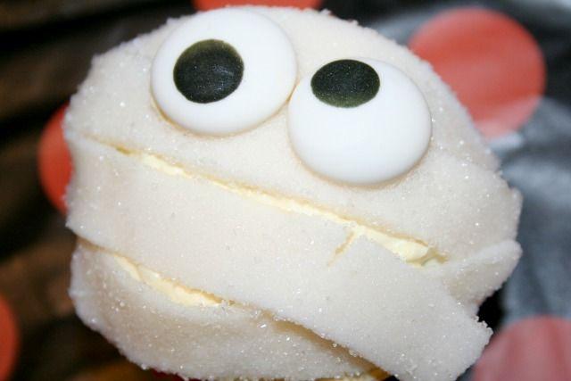Joanns Wilton Cake Decorating Kit : 58 best Halloween Treats images on Pinterest Halloween ...
